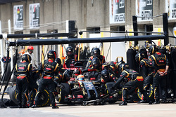 Romain Grosjean, Lotus F1 E22 makes a pit stop