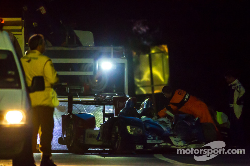 #37 SMP Racing Oreca 03 - 日产: 基里尔·拉德金, 尼古拉·米纳西安, 毛里奇奥·梅迪安尼 被载入牵引卡车