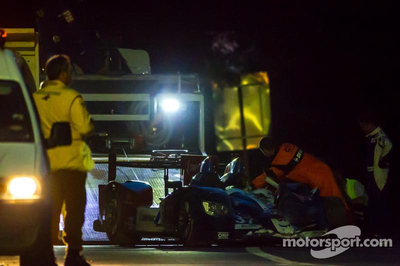 #37 SMP Racing Oreca 03 - Nissan: Kirill Ladygin, Nicolas Minassian, Maurizio Mediani sendo rebocado