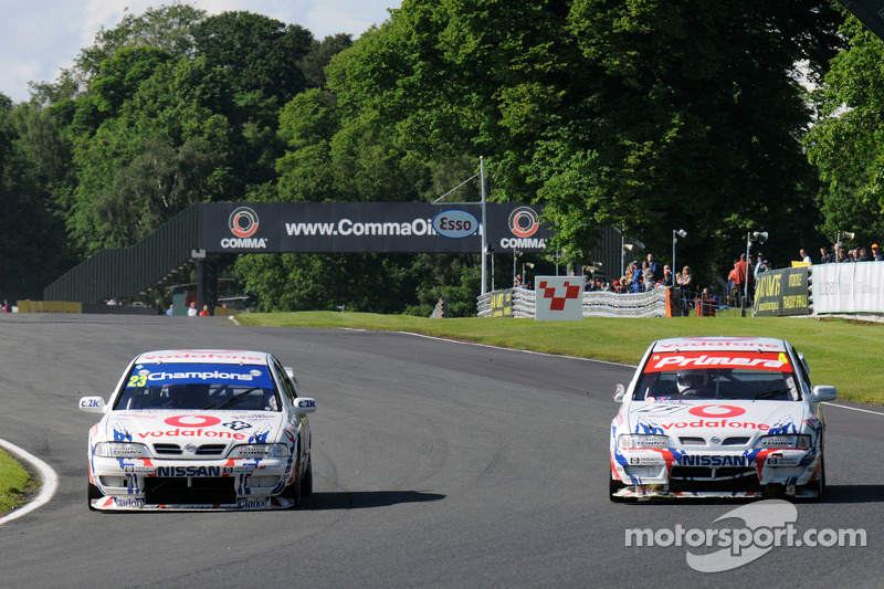Derek Palmer and Graham Dodd go side by side both in Nissan Primeras