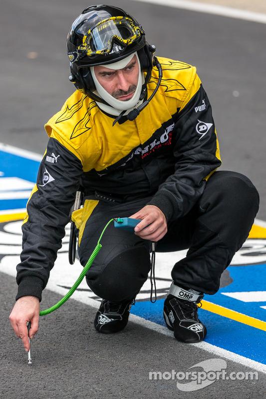 Dunlop tire engineer