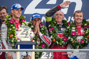 LMP1-H podium: class and overall winners Marcel Fässler, Andre Lotterer, Benoit Tréluyer with Dr. Wolfgang Ullrich