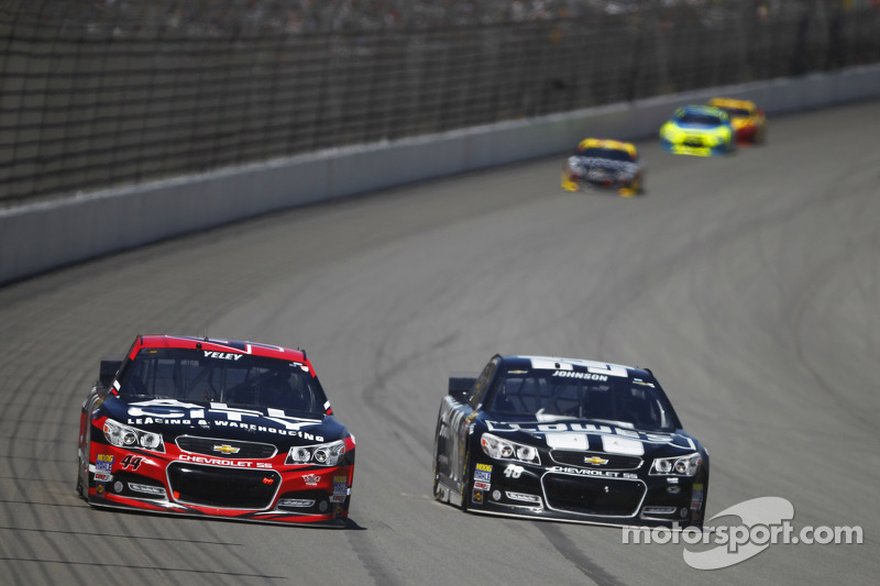 J.J. Yeley ve Jimmie Johnson