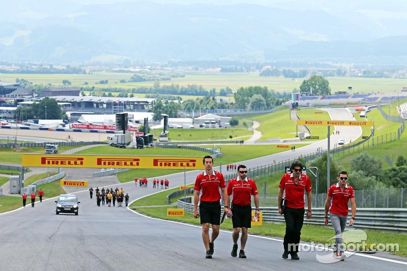 玛鲁西亚F1车队的朱尔斯·比安奇走赛道