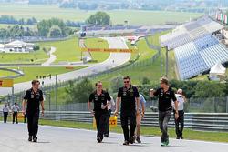 Trackwalk: Nico Hülkenberg, Sahara Force India F1; Bradley Joyce, Sahara Force India F1, Renningenieur