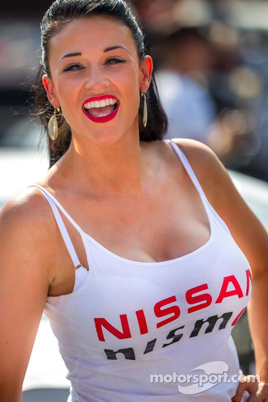 Nissan menina