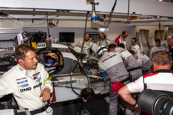 Prfoblemas para el #20 Porsche Team Porsche 919 Hybrid: Timo Bernhard, Mark Webber, Brendon Hartley