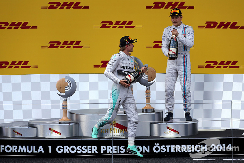 Nico Rosberg, da Mercedes AMG F1 Team, e Valtteri Bottas, Williams F1 Team
