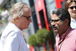 (Da sinistra a destra): Manseur Ojeh, Azionista McLaren con Muhammed Al Khalifa, Presidente del Circuito del Bahrain