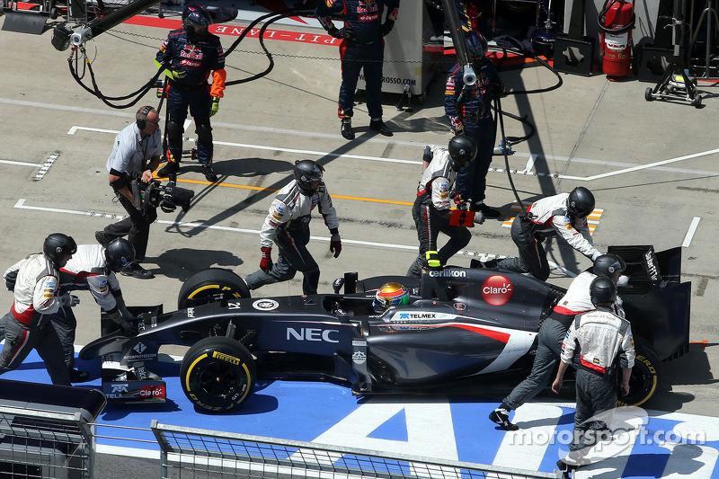 Esteban Gutierrez, Sauber F1 Takımı pitstop esnasında sorun yaşıyor