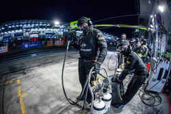 Walkenhorst Motorsport team members ready for a pit stop