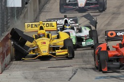 Helio Castroneves, Penske Racing Chevrolet, Crash