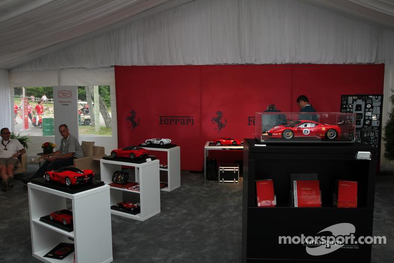 Ferrari alışveriş standı