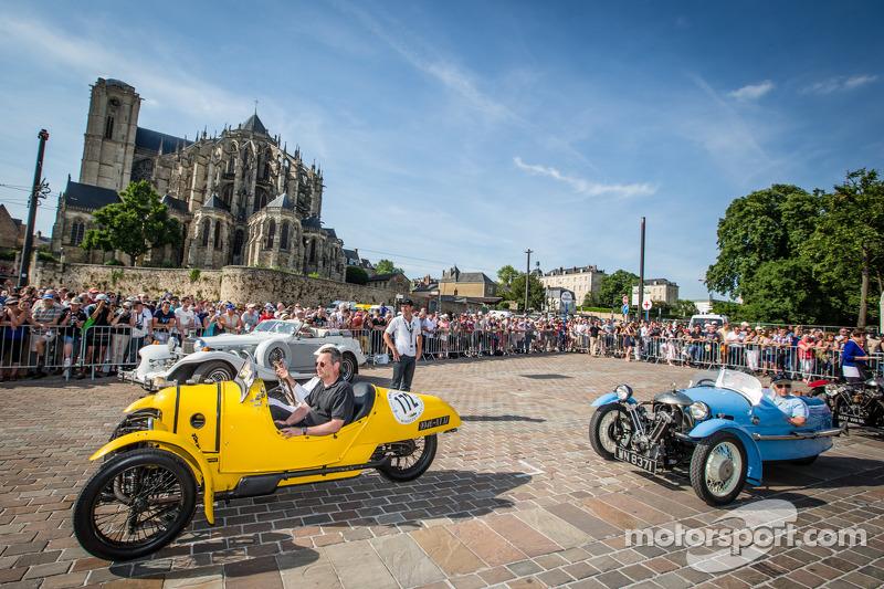 Three-wheelers parade