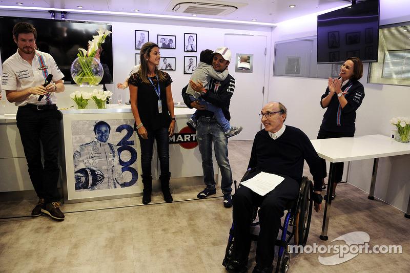 Felipe Massa, Williams 200. GP'sini kutluyor ve ailesi, Rob Smedley, Williams Araç Performans Başkanı, Williams Takım Sahibi, Claire Williams, Williams Yardımcı Takım Patronu ve takımı