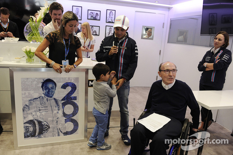 Felipe Massa, Williams celebrates his 200th GP with his wife Rafaela Bassi, Williams Team Owner, Claire Williams, Williams Deputy Team Principal and the team
