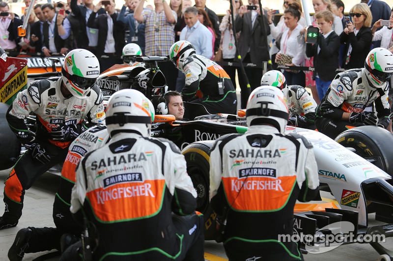 Fans watch Sahara Force India F1 Team practice pit stops