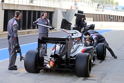 Adrian Sutil, Sauber C33, nos boxes