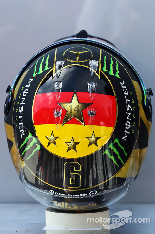 Il casco di Nico Rosberg, Mercedes AMG F1 2014 celebra il successo della Germania nella Coppa del Mo