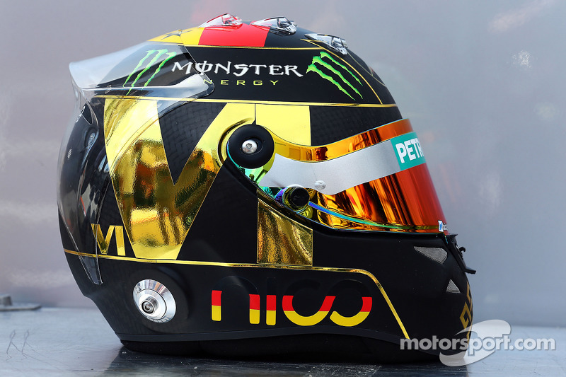 Il casco di Nico Rosberg, Mercedes AMG F1 2014 celebra il successo della Germania nella Coppa del Mondo FIFA 2014