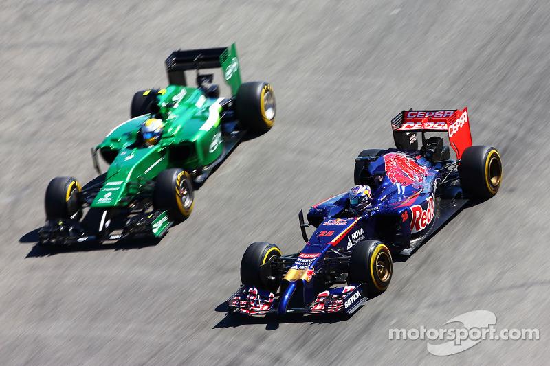 Jean-Eric Vergne, Scuderia Toro Rosso STR9 supera Marcus Ericsson, Caterham CT05