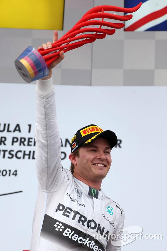 Pódio: vencedor da corrida, Nico Rosberg