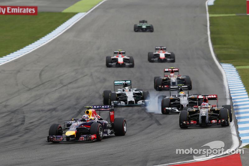 Daniel Ricciardo, Red Bull Racing RB10 leads Romain Grosjean, Lotus F1 E22 and Esteban Gutierrez, Sauber C33, who locks up under braking