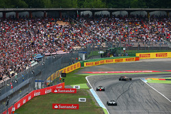 Pastor Maldonado, Lotus F1 E21 leads Kamui Kobayashi, Caterham CT05 and Kevin Magnussen, McLaren MP4-29