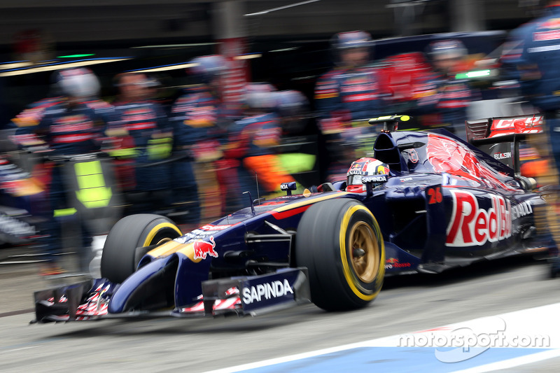 Daniil Kvyat, Scuderia Toro Rosso pitstop esnasında