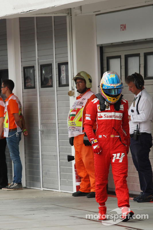 Fernando Alonso, Ferrari sıralama turlarında kapalı parkta