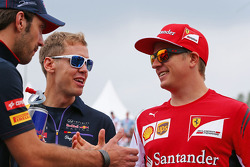 Fahrerparade: Jean-Eric Vergne, Scuderia Toro Rosso; Sebastian Vettel, Red Bull Racing; Kimi Räikkönen, Ferrari
