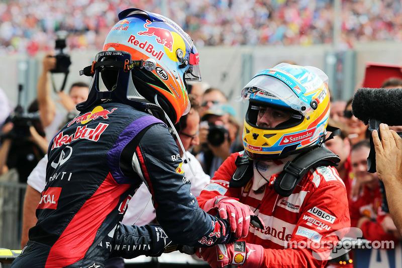 Victoria de Daniel Ricciardo, Red Bull Racing 08, en el GP de Hungría 2014, con Fernando Alonso
