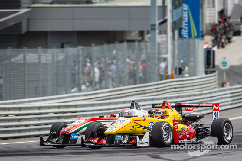 Dennis van De Laar, Prema Powerteam Dallara F312 Mercedes and Sean Gelael, Jagonya Ayam with Carlin Dallara F312 Volkswagen battle