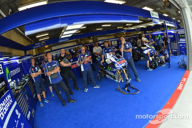Garage yamaha grand prix d 39 indianapolis photos motogp for Garage yamaha paris