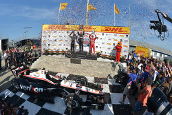 Vainqueur: Will Power, 2ème Juan Pablo Montoya, 3ème Tony Kanaan