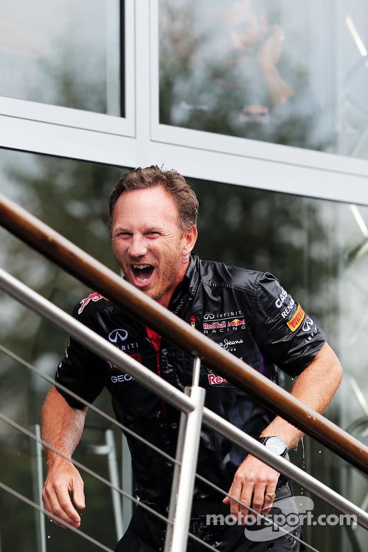 Christian Horner, chefe de equipe da Red Bull, participa do desafio do balde de gelo contra a ELA