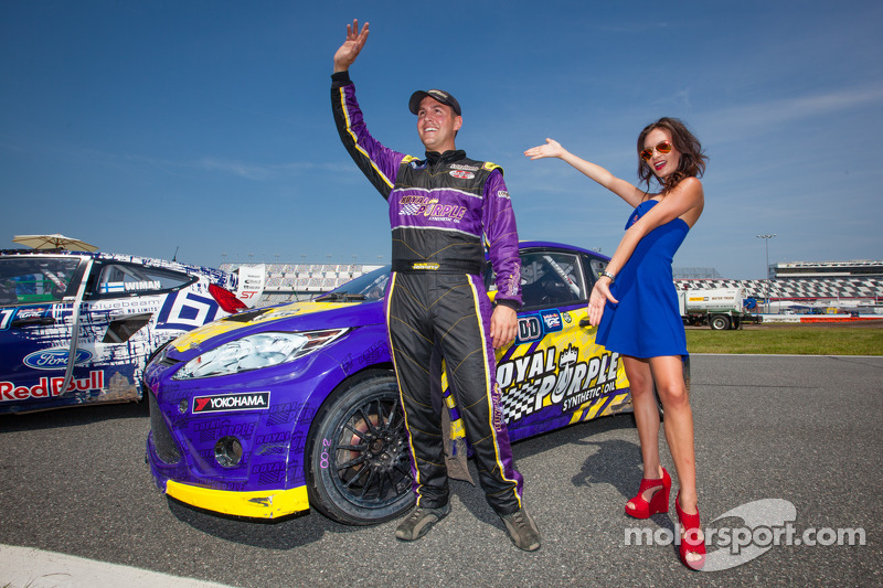 #00 Royal Purple Racing / OMSE2 Ford Fiesta ST: Steve Arpin com a Red Bull girl