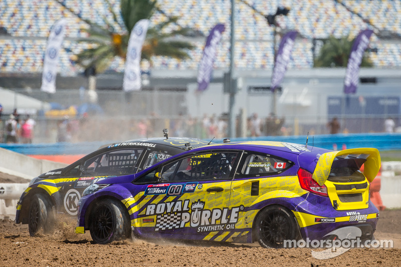 #18 Olsbergs MSE 福特嘉年华 ST: 帕特里克·桑德尔 和 #00 Royal Purple Racing / OMSE2 福特嘉年华 ST: 斯蒂夫·阿尔平 在起步期间发生数次碰撞