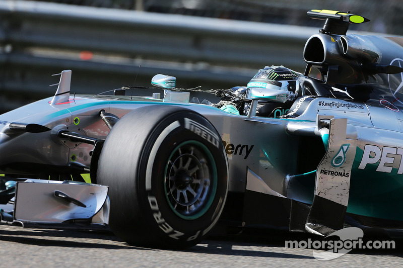 Nico Rosberg, Mercedes AMG F1 W05 with tyre debris attached to his antenna
