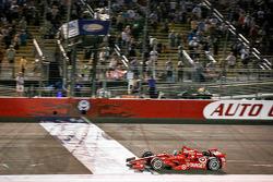 Tony Kanaan, Target Chip Ganassi Racing Chevrolet takes the win