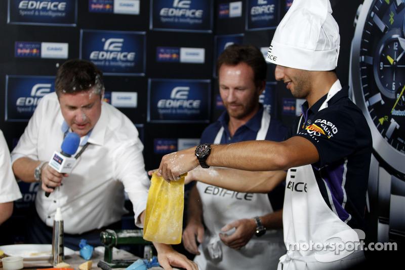 Casio Edifice Lansmanı, Red Bull Enerji İstasyonu'nda, Daniel Ricciardo, Red Bull Racing ve Christia
