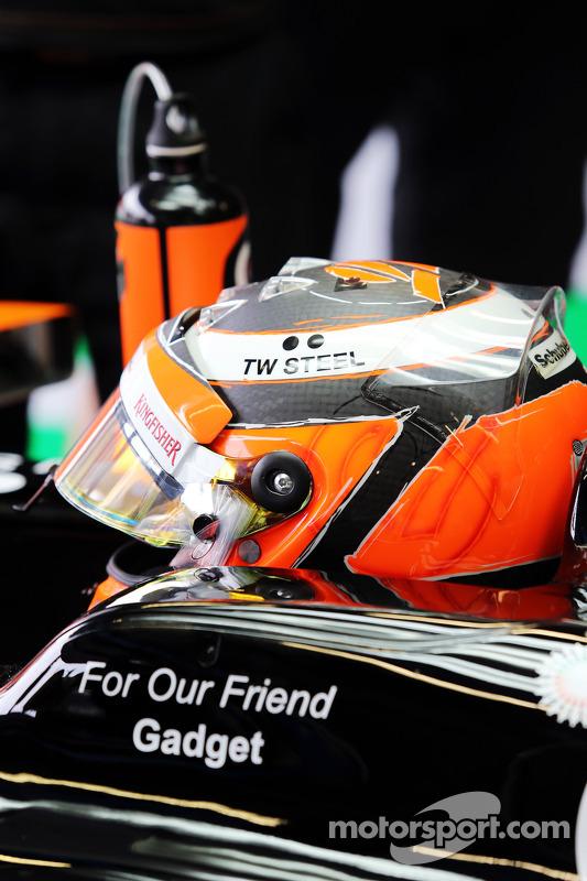 Nico Hülkenberg, Sahara Force India F1 VJM07, mit Tribut an Mechaniker 'Gadget' Gary North
