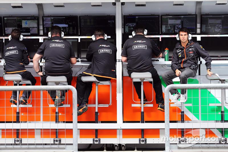 Sergio Perez, Sahara Force India F1, al muretto box