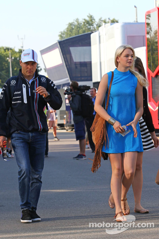 (L to R): Valtteri Bottas, Williams with his girlfriend