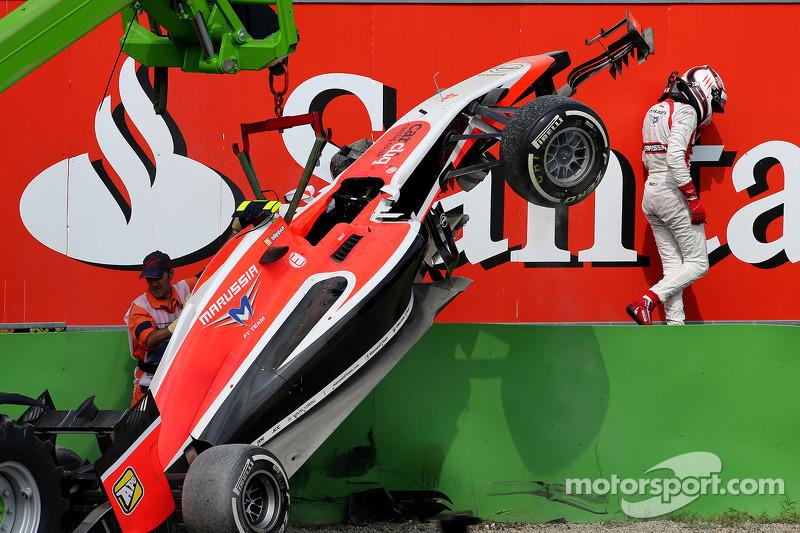 Crash: Max Chilton, Marussia F1 Team MR03