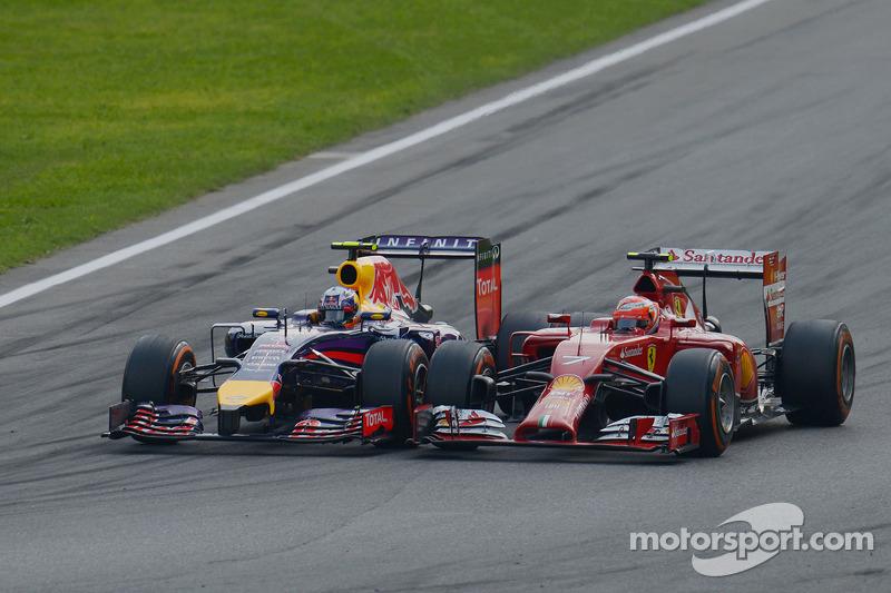 Daniel Ricciardo, Red Bull Racing RB10 and Kimi Raikkonen, Ferrari F14-T battle for position