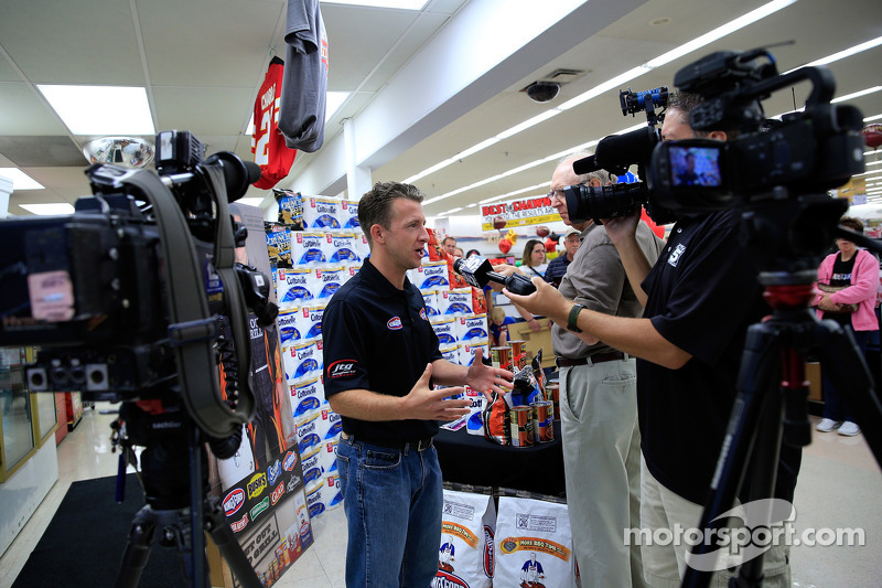A.J. Allmendinger, JTG Daugherty Racing Chevrolet visits Kansas as part of Chase across North Americ