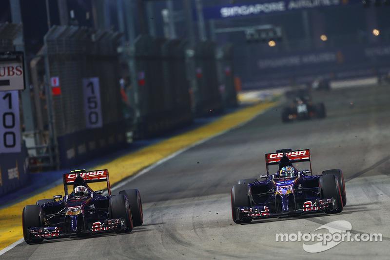 Daniil Kvyat, Scuderia Toro Rosso STR9 ve takım arkadaşı Jean-Eric Vergne, Scuderia Toro Rosso STR9