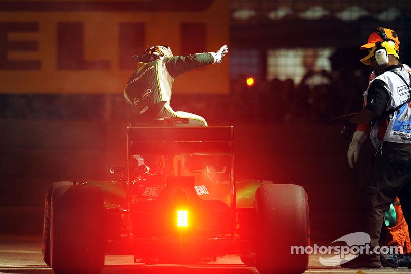 卡特汉姆车队CT05车手小林可梦伟暖胎圈退赛