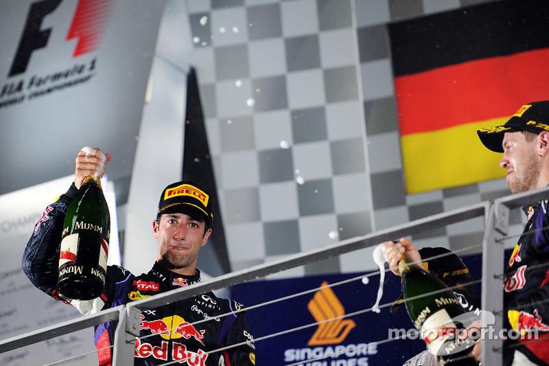 Daniel Ricciardo, Red Bull Racing celebrates his third position on the podium with team mate Sebastian Vettel, Red Bull Racing (Right)